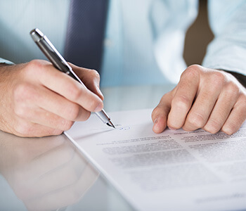 In what situations is a commercial lawyer helpful in Mississauga ON area
