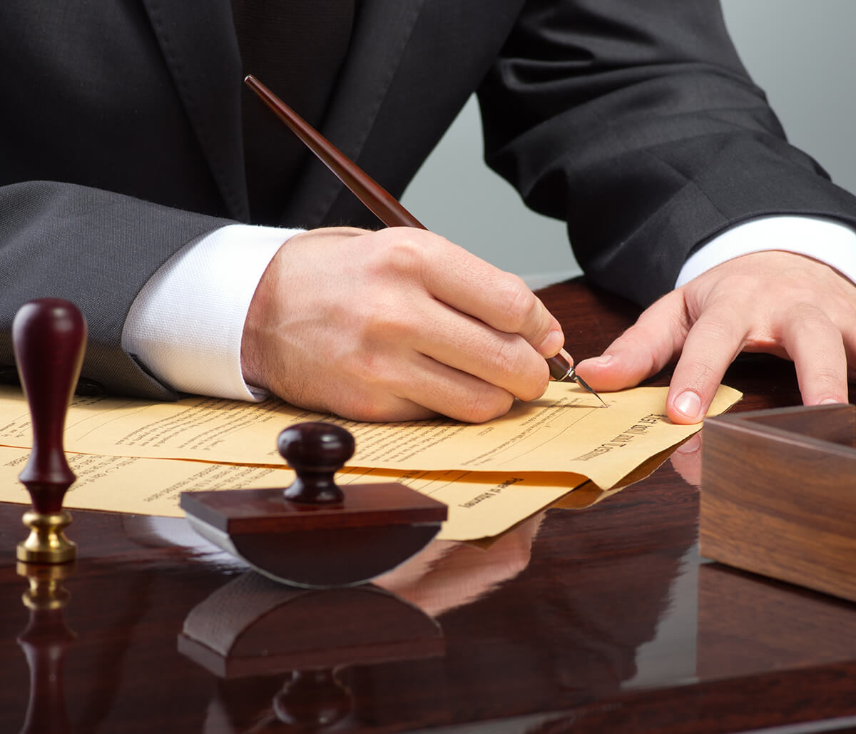 In Mississauga Area Lawyer is Fluent in the Language of Legal Contract Drafting, Review